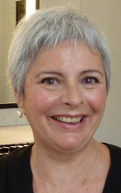 Maquillage pour femme cheveux gris