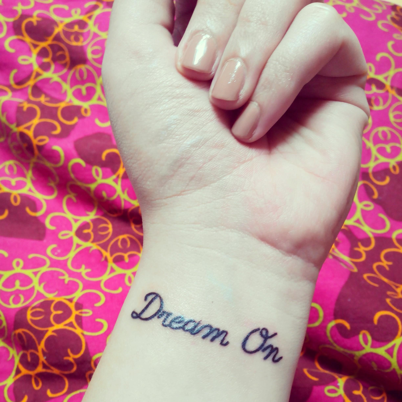 Combien coute un petit tatouage au poignet galerie tatouage - Petit tatouage significatif ...