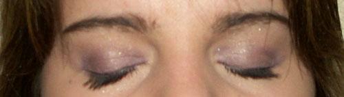 elowine-yeux-fermes-mauves.jpg