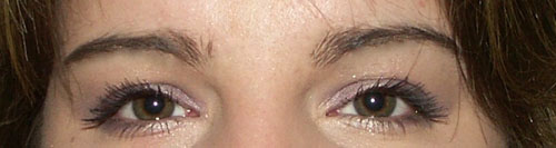 elowine-yeux-ouverts-mauves-sourcils.jpg