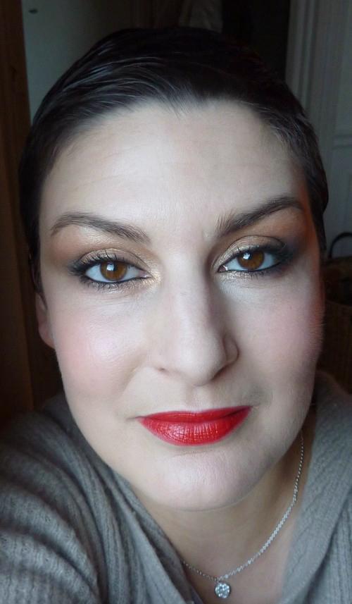beaute Rouge et doré pour Noël maquillage
