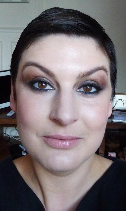 beaute Emily Blunt pour Opium maquillage